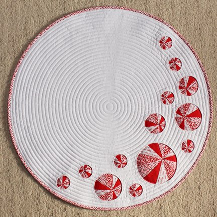 Pinwheels and Portholes Circle Quilt Square