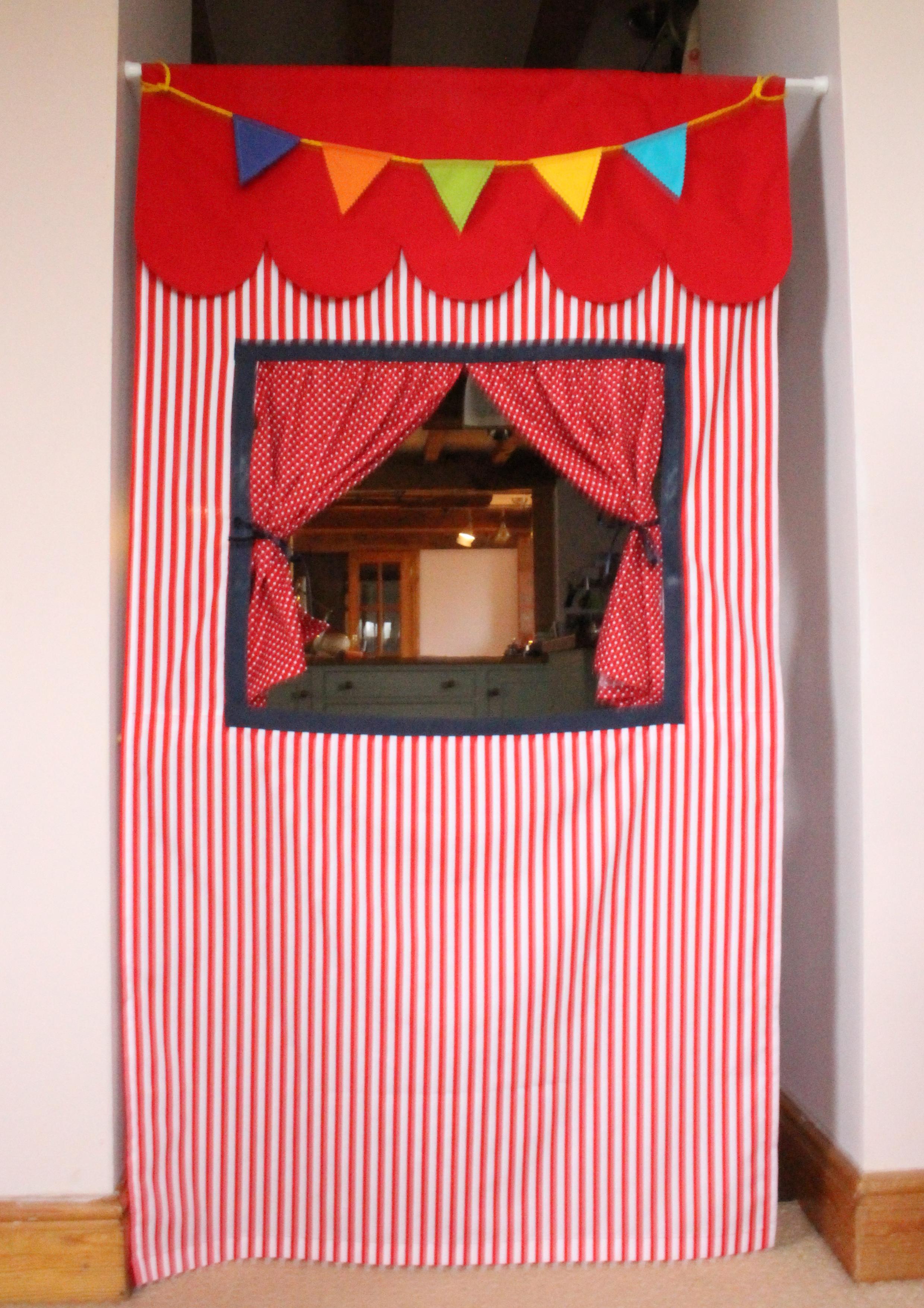 Bunting for Doorway Puppet Theatre
