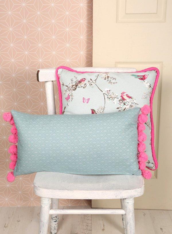 Giant Pom-Pom Cushion Sew Now issue 5