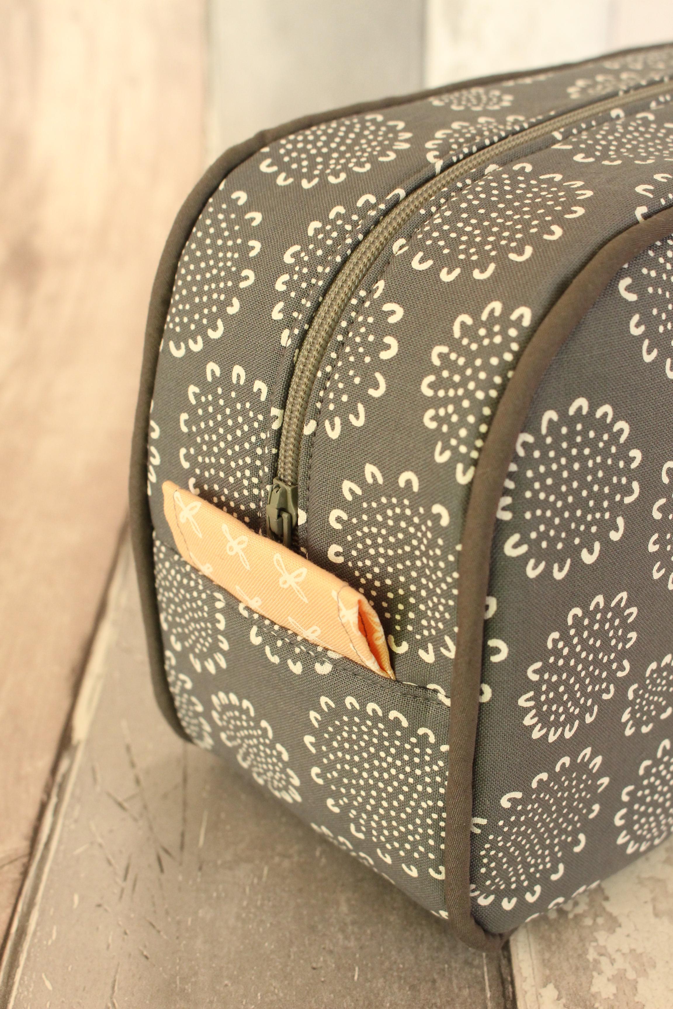 Oval Wash Bag Piping Detail